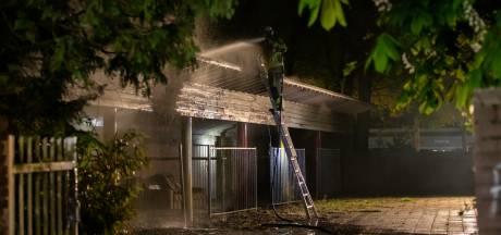 Brand op dak van overkapping op voormalig schoolterrein in Roosendaal