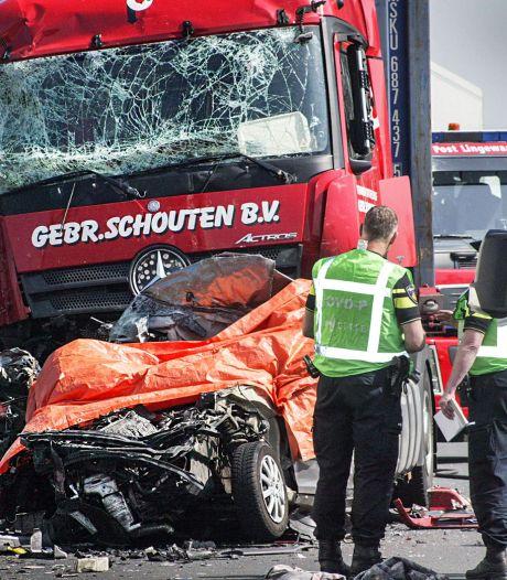 Dode en vijf gewonden bij ongeluk A15