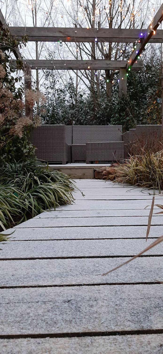 Achtertuinen in Nijmegen krijgen een winters gezicht.