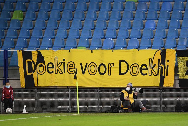 Spandoek van Vitesse-fans voor Danilho Doeki. Beeld Pro Shots / Paul Meima