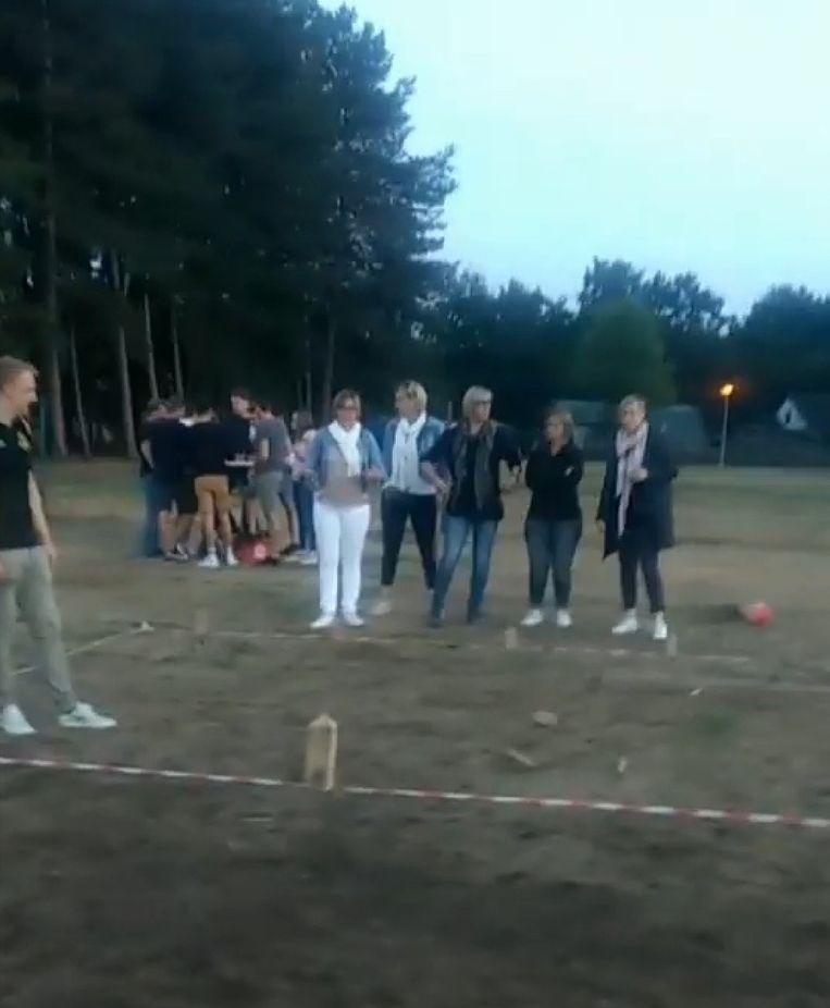 Het kubbtornooi wordt gespeeld achter de velden van Sparta Lille aan de Bosuil