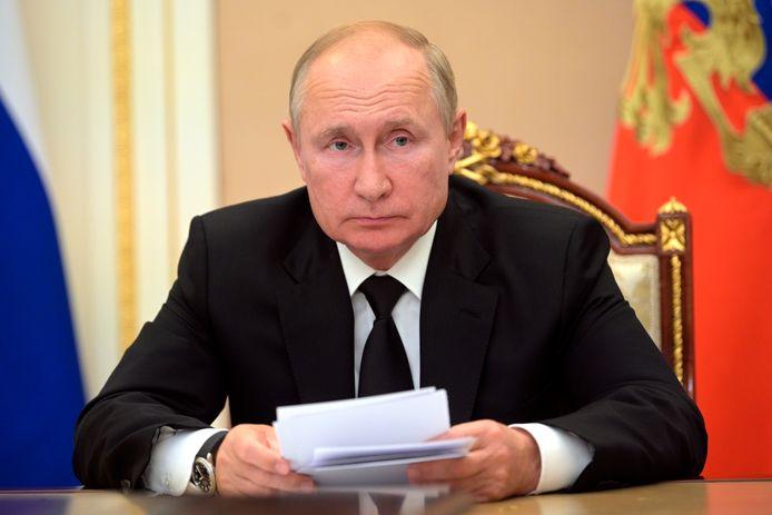 Le Kremlin annonce que le président russe Vladimir Poutine va s'isoler en raison de cas de coronavirus dans son cercle proche. L'annonce a été faite mardi 14 septembre 2021, dans le compte rendu du Kremlin de l'appel téléphonique de M. Poutine avec le président tadjik Emomali Rahmon.