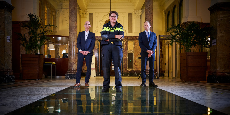 Henk Naves (rechtspraak), Gerrit van der Burg (OM) en Hanneke Ekelmans (politie)  vrezen bezuinigingen door de coronacrisis en waarschuwen dat de rechtsstaat daar niet nog een keer de dupe van mag worden.