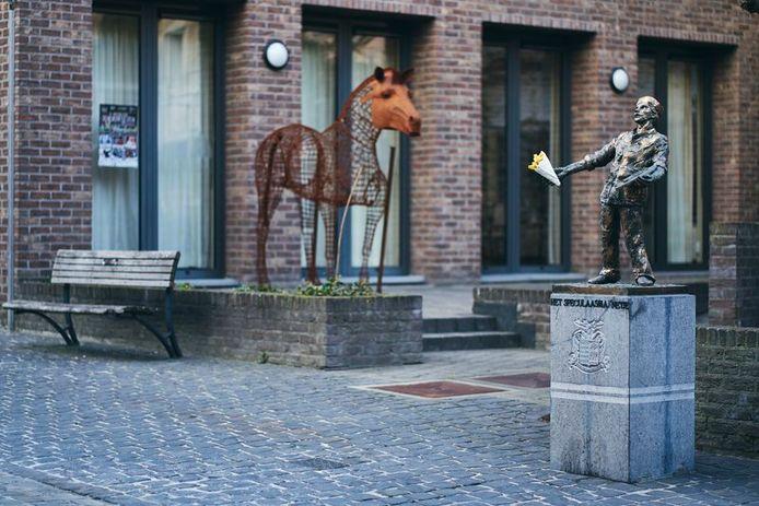 Het Speculaasmannetje in de Witte Nonnenstraat krijgt een week lang een zak friet.
