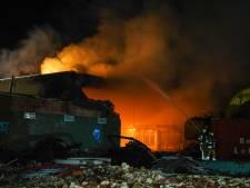 Kantoor met rieten dak in De Bilt zwaar beschadigd door brand