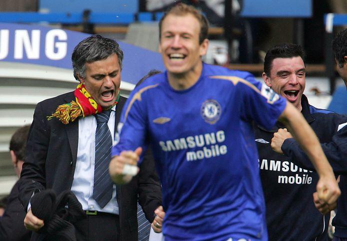José Mourinho en Arjen Robben vieren een zege op Manchester United.