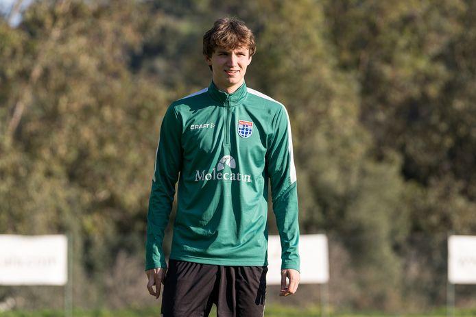 Rav van den Berg gaat een contract voor twee jaar, met een optie voor een derde seizoen, bij PEC Zwolle tekenen.