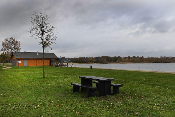 Het strandpaviljoen bij recreatieplas De Kuilen, tussen Langenboom en Mill, heeft vanaf het nieuwe jaar een nieuwe exploitant.