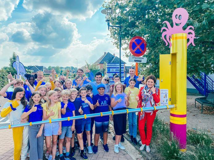 Vlaams minister van Mobiliteit Lydia Peeters bezocht vrijdag de BVS De Horizon in Zonhoven, om de nieuwe schoolstraat te openen.