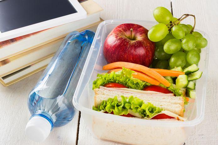 Meer dan de helft van de ouders (57%) zou de brooddoos van zijn of haar kind gezonder willen vullen. Ook 36% van de kinderen wil 's middags een gezondere lunch. Toch treffen leerkrachten nauwelijks groenten of fruit aan in de refter.