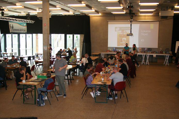 In het sport- en jeugdcomplex konden deelnemers verschillende bordspellen uitproberen.