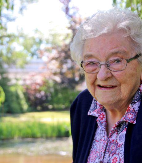 Jarige Gerda (101) houdt van gezelligheid en een praatje en reed nog tot haar 95 met haar Golf naar Boekelo