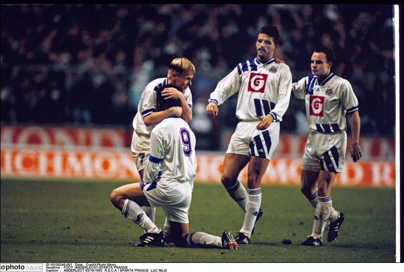 Zetterberg, Albert en Crasson vieren met Nilis tegen Sparta Praag in 1993.