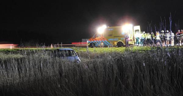 Auto raakt van de weg in Erp, bestuurder verlaat voertuig na ongeluk.
