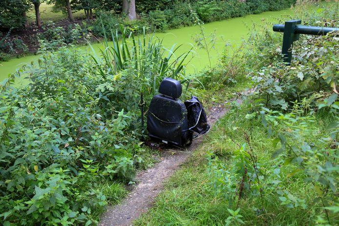 Verloren stoel van een scootmobiel aan het Korhoenderhof in Helmond.