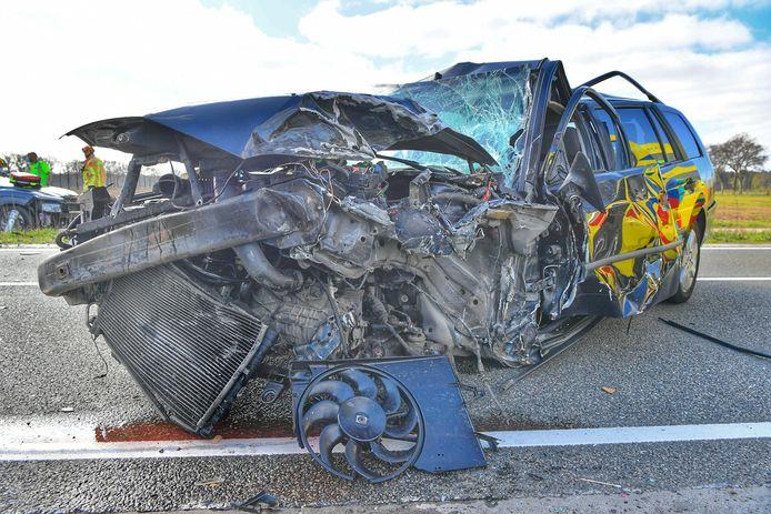 Bij een frontale aanrijding tussen twee voertuigen zijn zondagochtend meerdere gewonden gevallen. Het ongeluk gebeurde aan de Bergeijksedijk in het gebied tussen Borkel en Schaft en Bergeijk, onder Valkenswaard.