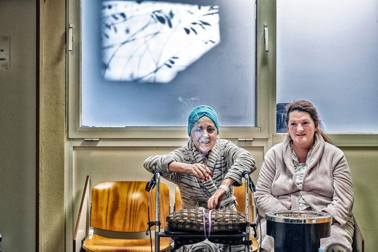 In het ziekenhuis van Sint-Niklaas: 'Waar zouden al die dokters eigenlijk roken?' Beeld Tim Dirven