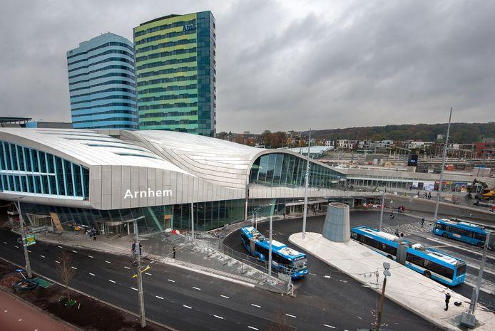 Station Arnhem Centraal gezien vanaf het dak van Hotel Haarhuis.