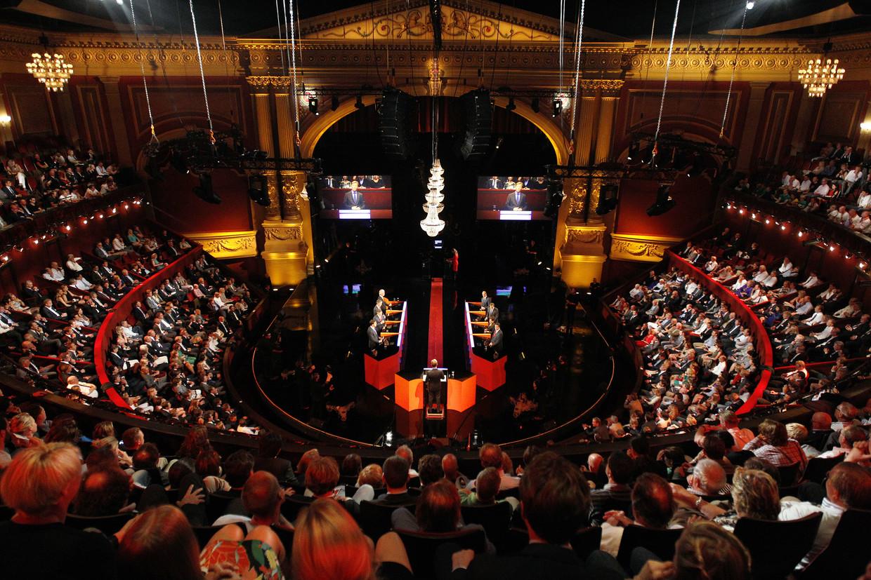 Het RTL Verkiezingsdebat van 2012, live uitgezonden op televisie vanuit een volgepakt Carré in Amsterdam. Beeld ANP