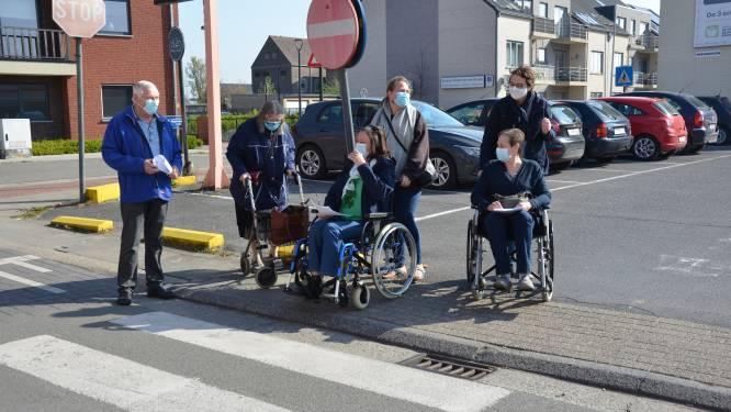 Rolstoelwandeling Seniorenadviesraad vestigt aandacht op toegankelijkheid