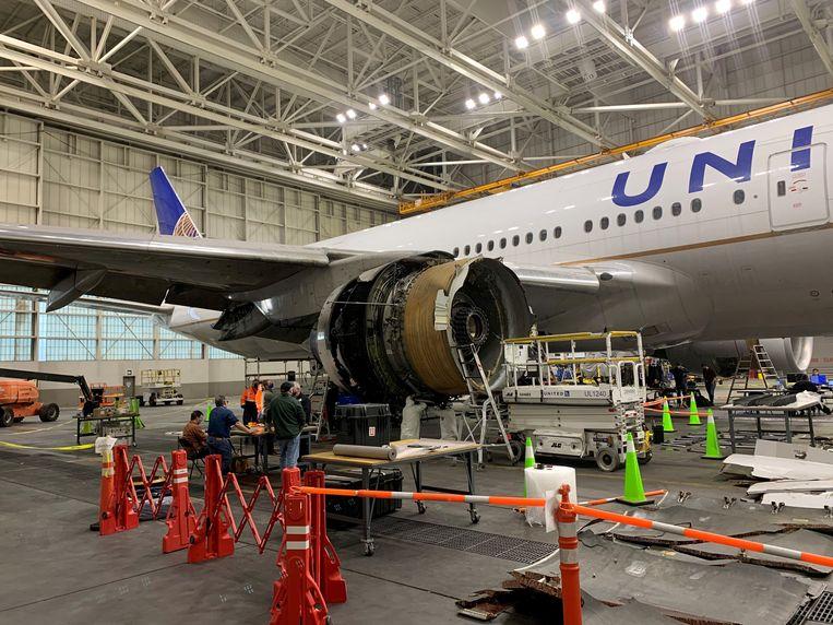 De beschadigde Boeing wordt geïnspecteerd. Beeld via REUTERS