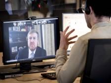 Willem-Alexander tijdens emotioneel werkbezoek: 'Wie een mens redt, redt de mensheid'