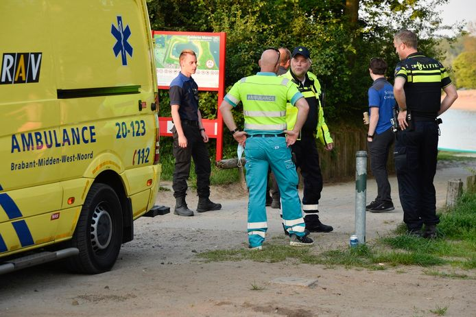 Hulpdiensten en politie aanwezig bij Galderse Meren in Breda.