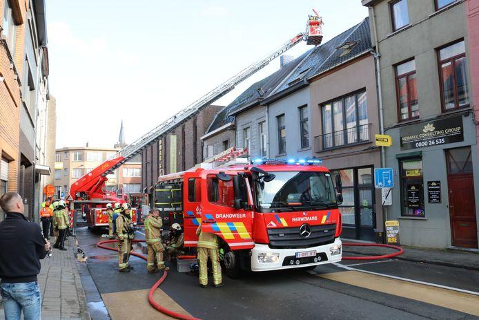 De brand ging gepaard met een hevige rookontwikkeling. Niemand raakte gewond.