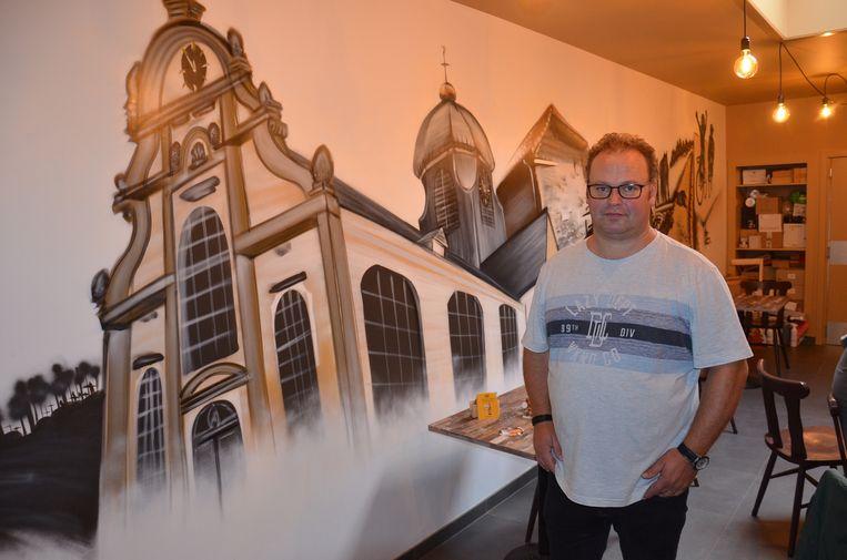 Uitbater Daan De Dijn in het nieuwe café Tuup in Meerbeke.