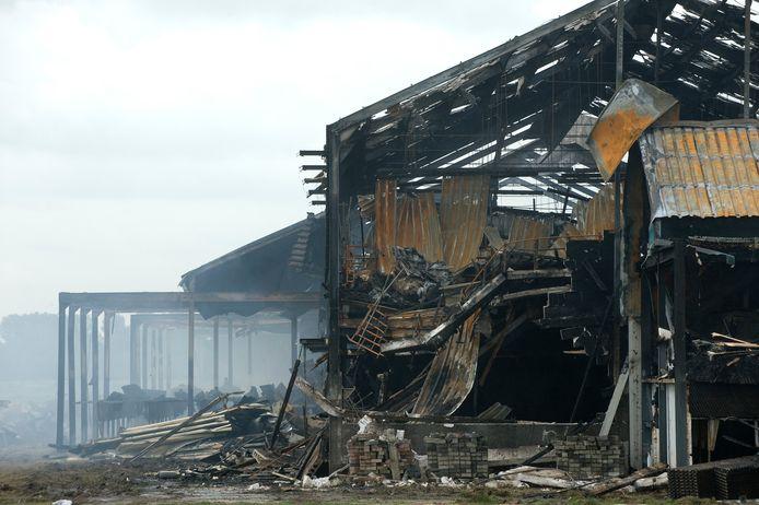 Nablussen van de brand bij varkenshouderij Knorhof.