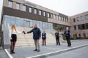 De Zaltbommelse burgemeester Pieter van Maaren bezocht maandag eerst Gomarus Scholengemeenschap en daarna het Cambium College (locatie De Waard).