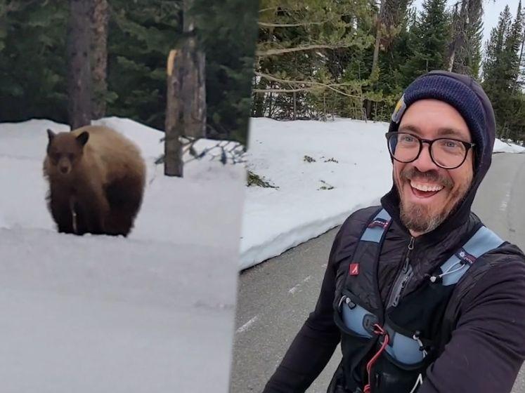 Jogger stopt met lopen wanneer hij ziet dat beer hem achtervolgt