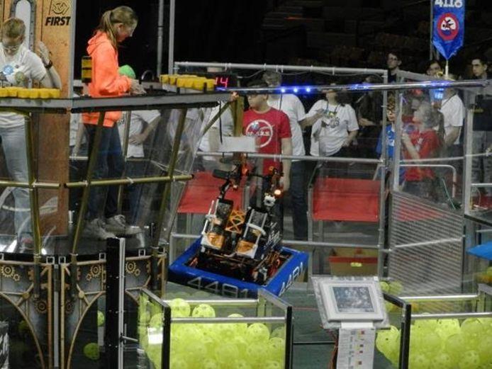 Team Rembrandts met hun robot in actie.