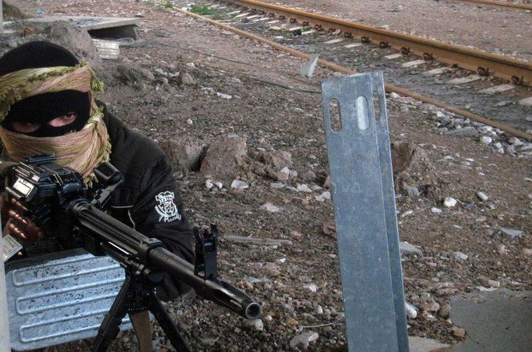 Een soennitische strijder in Fallujah Beeld epa