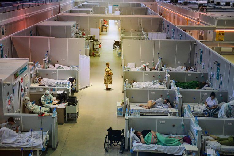 Een tijdelijk hospitaal voor Covid-patiënten nabij Moskou. Beeld Photo News