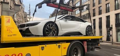 Koppel zonder rijbewijs rijdt rond met luxewagen