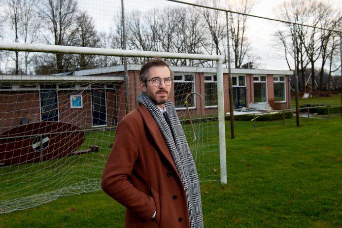In januari vorig jaar betrok Dave Schiphorst het oude voetbalcomplex van CUPA in Bussloo. Inmiddels is er veel veranderd: er is geen doelpaal meer te vinden en er verrijst binnenkort een winterwonderland.