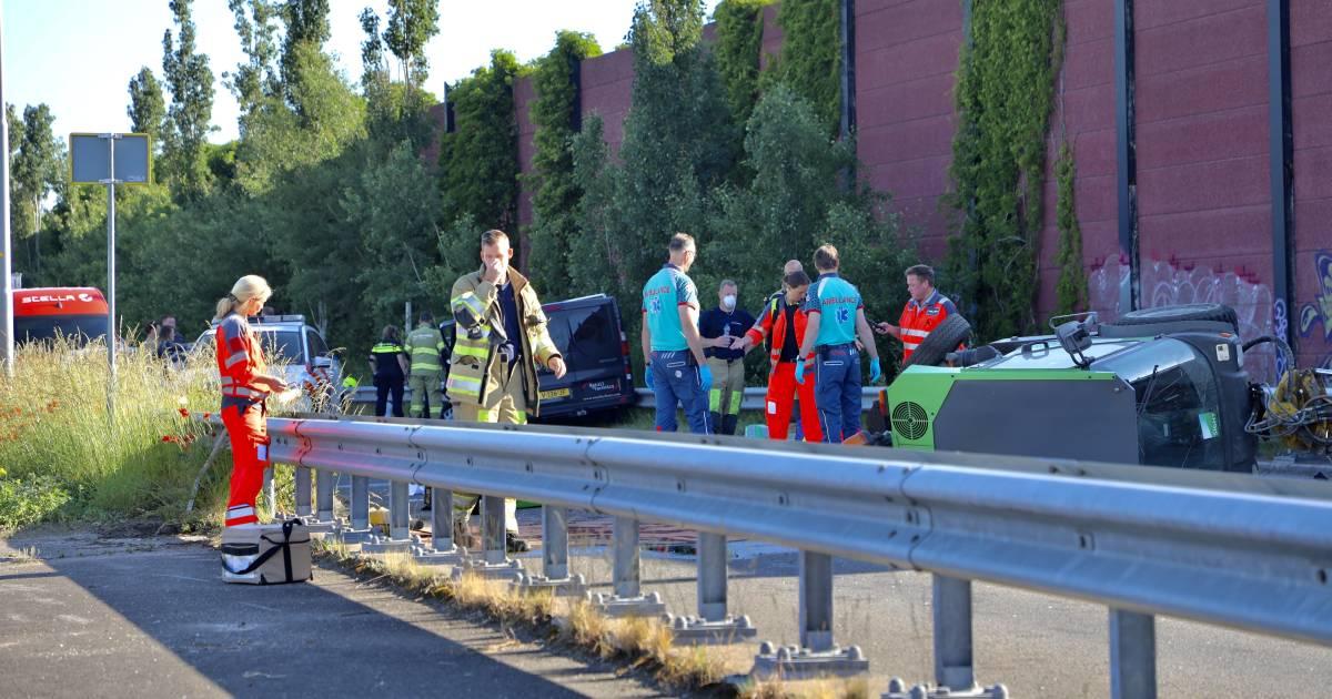 Ernstig ongeval: bestuurder van grasmaaier overlijdt na aanrijding met bestelbusje in Amersfoort.