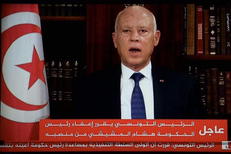 De president maakte zondag op televisie bekend dat hij alle werkzaamheden van het parlement bevroren heeft en dat hijzelf de leiding neemt als uitvoerende macht. Beeld AFP