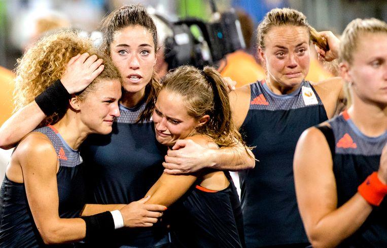 Verdriet bij Nederland na het verlies van de finale tegen Groot-Brittannie in het Olympic Hockey Center tijdens de olympische Spelen in Rio 2016.  Beeld ANP