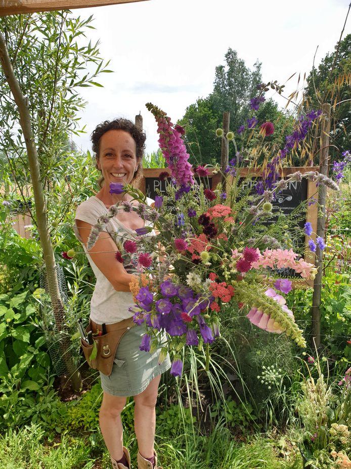 'Ik word altijd zo blij van de zomerse boeketten uit pluktuin Mooy in Aarle-Rixtel'.
