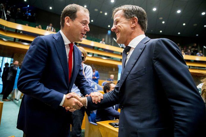 Lodewijk Asscher en Mark Rutte in de Tweede Kamer. In 2018 regeerden de twee nog samen.