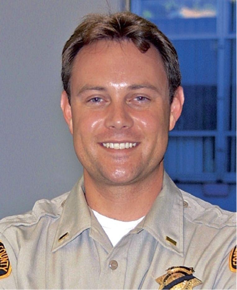 Forensisch onderzoeker Paul Holes, hier aan het begin van zijn carrière, beet zich vast in de onopgeloste zaak van de Golden State Killer. Beeld