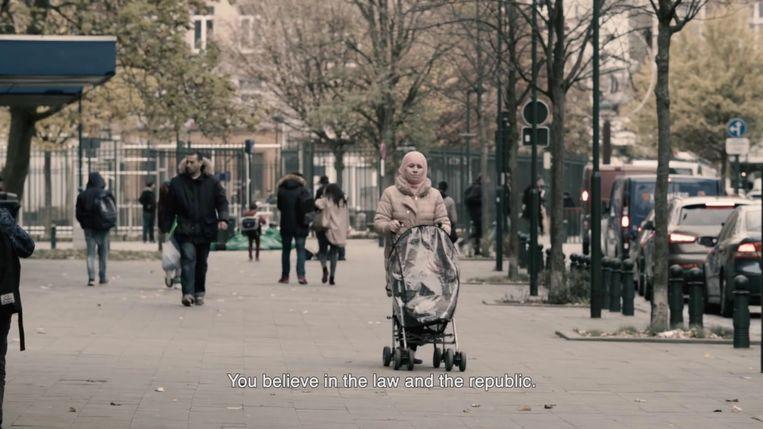 Een beeld uit Project Deburkanisation van Rachida Lamrabet. Volstaat de verontwaardiging van de staat over een gesluierde vrouw als argument voor een verbod, vraagt ze zich af. Beeld RV Project Deburkanisation