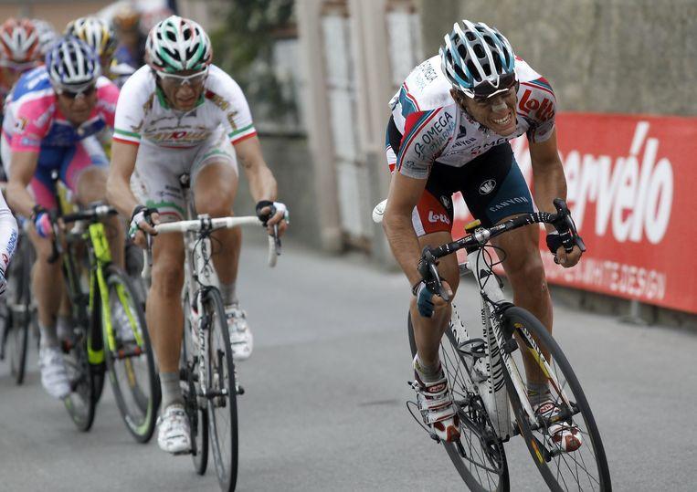 Philippe Gilbert trekt door op de Poggio in 2010, Filippo Pozzato countert. Maar uiteindelijk zal Oscar Freire die editie winnen. Beeld BELGA