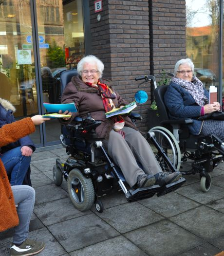 Middelburgse scouts sturen ouderen een kaartje: 'Ik vind het heel jammer dat jullie alleen zijn'