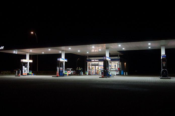 Bij tankstation Gulf aan de Midden Brabantweg in Kaatsheuvel werd donderdagochtend een straatroof gepleegd.