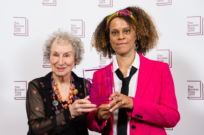 Margaret Atwood en Bernardine Evaristo gingen vorig jaar met de prijzen naar huis. Beeld Getty Images