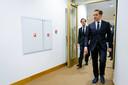 Demissionair premier Mark Rutte en demissionair minister Hugo de Jonge (Volksgezondheid, Welzijn en Sport) na afloop van een persconferentie waarin ze een toelichting hebben gegeven op de coronamaatregelen in Nederland.