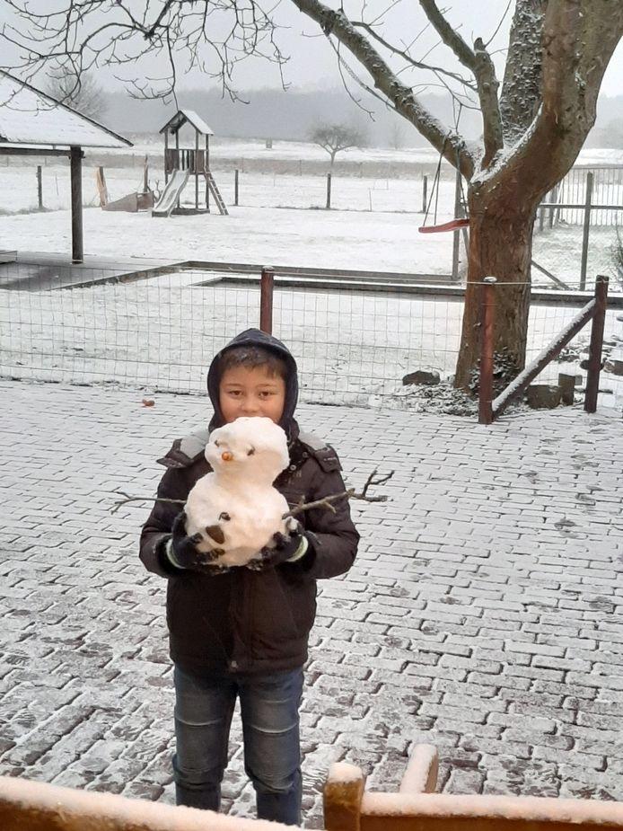 Sneeuwpop gemaakt door Djavy in De Moer.
